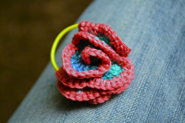 Crochet flower hair tie
